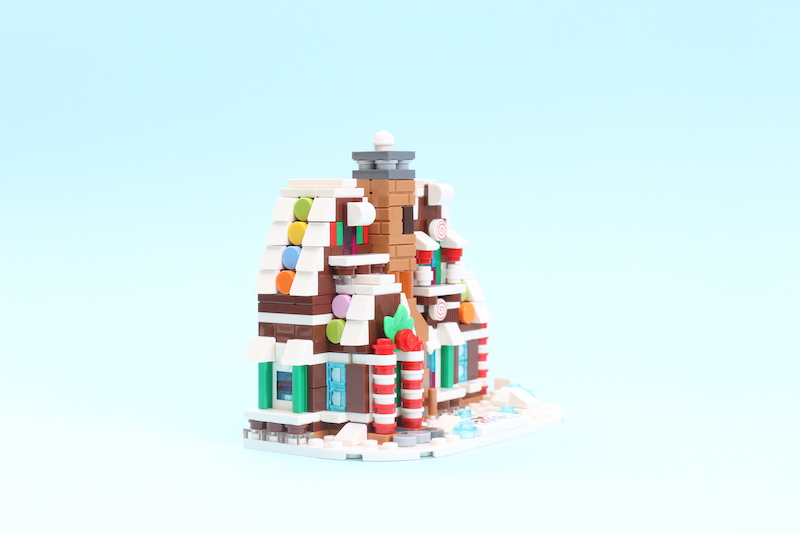 LEGO 40337 Gingerbread House Review 3