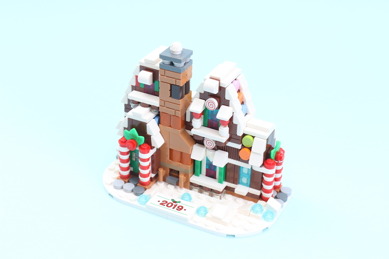 LEGO 40337 Gingerbread House Review 4
