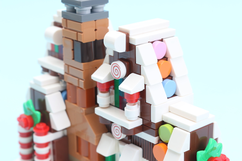 LEGO 40337 Gingerbread House Review 6