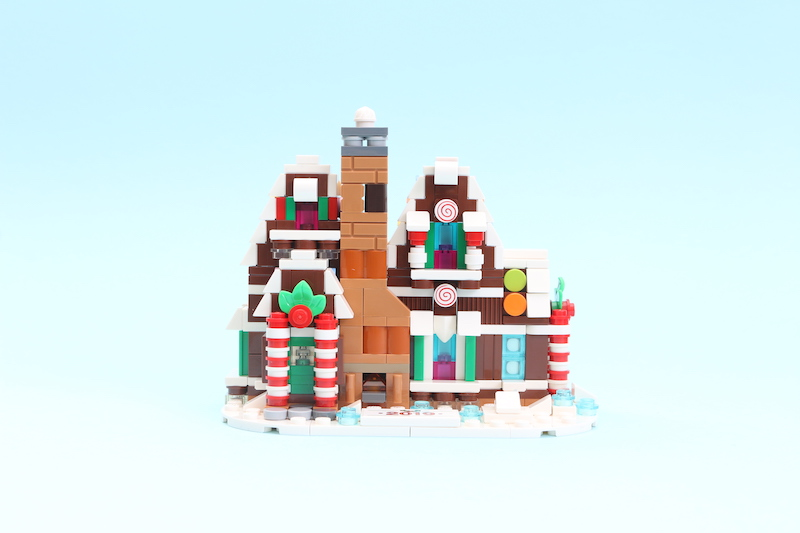 LEGO 40337 Gingerbread House Review 7
