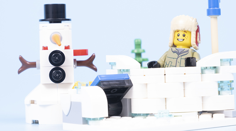 LEGO 40424 Snowball Fight Featured