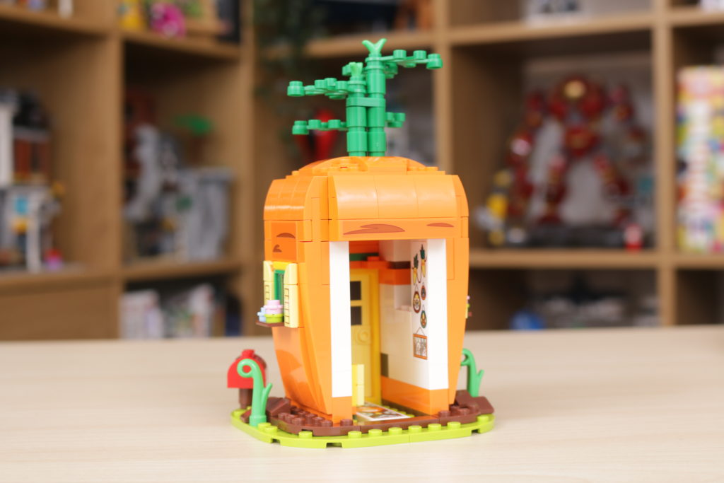 LEGO 40449 Easter Bunnys Carrot House GWP review 6
