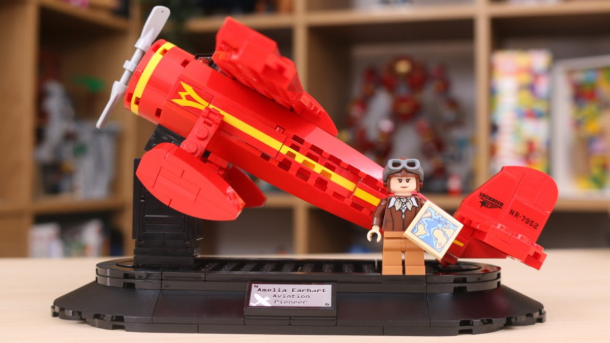LEGO 40450 Amelia Earhart Tribute Resized Review Featured Resized