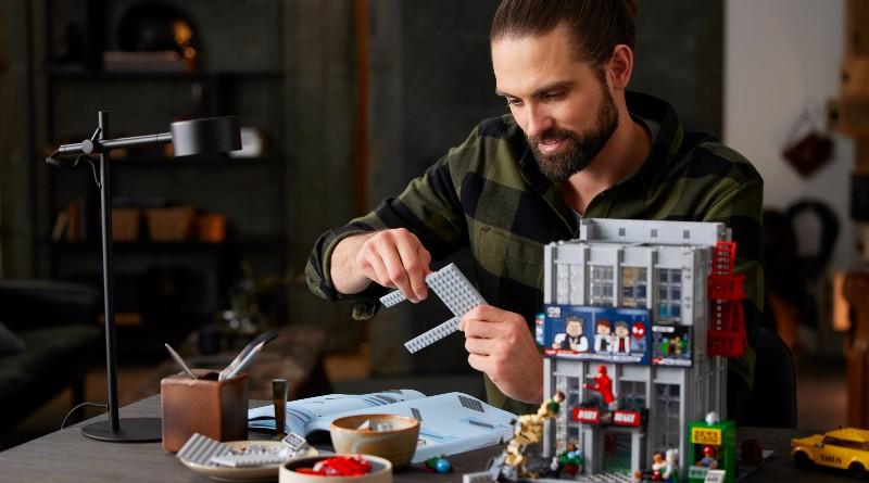 LEGO 76178 Daily Bugle Featured Lifestyle 2