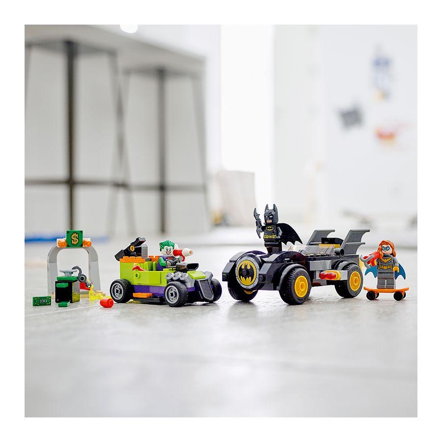 LEGO Batman 76180 Batman vs. the Joker Batmobile Chase 5