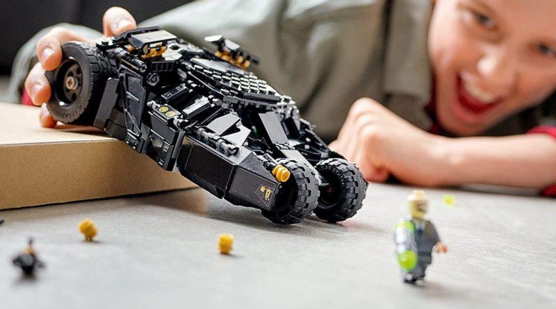 LEGO Batman 76239 Batmobile Tumbler Scarecrow Showdown featured 2