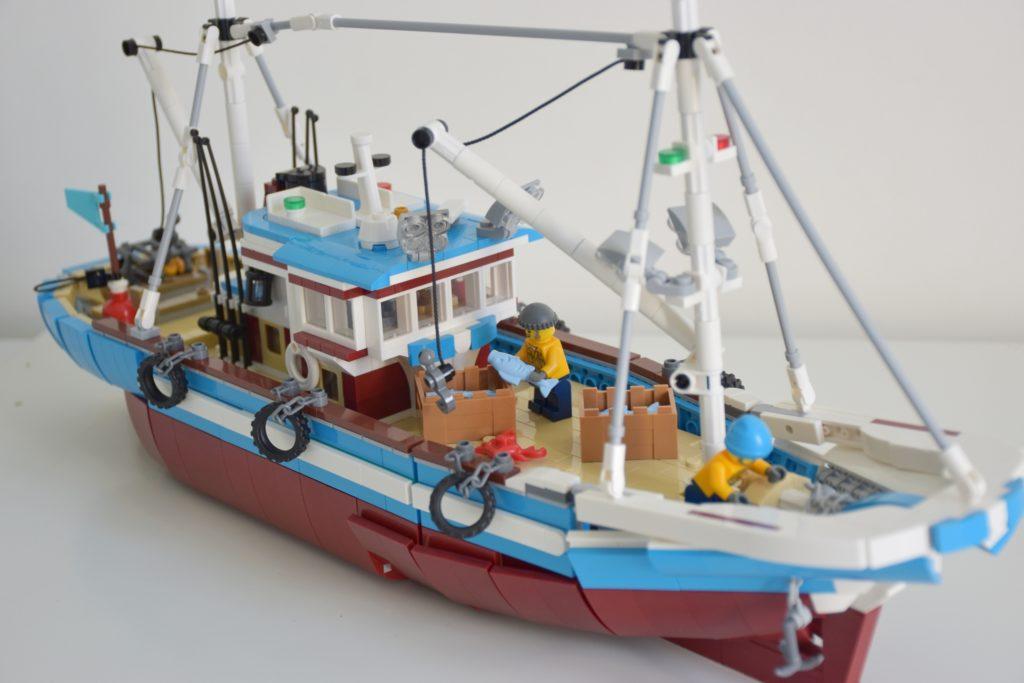 LEGO BrickLink Designer Program Great Fishing Boat 1