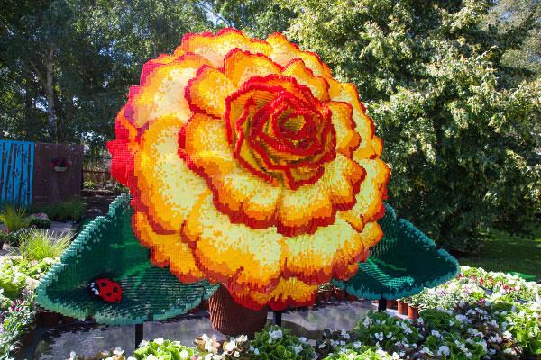 LEGO Brickman flower