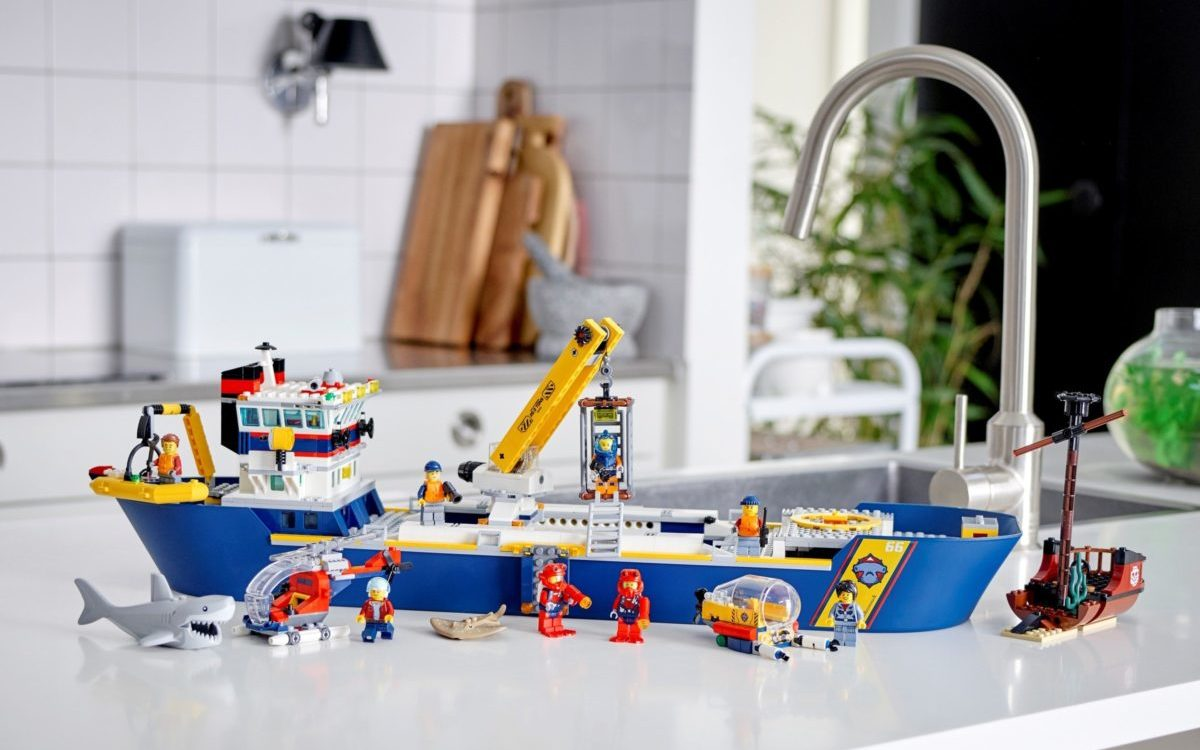 LEGO CITY 60266 Ocean Exploration Ship 5 edited