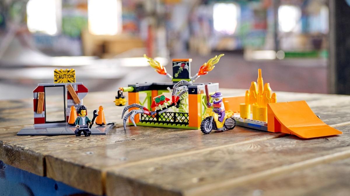 LEGO CITY 60293 Stunt Park Featured