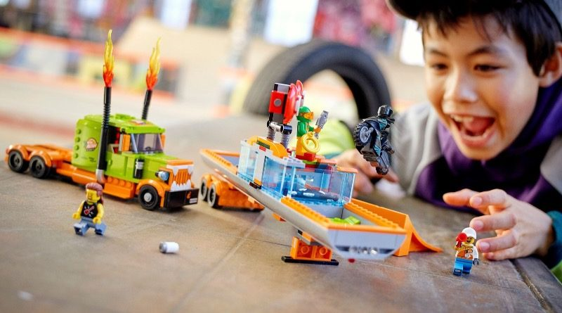 LEGO CITY 60294 Stunt Show Truck featured