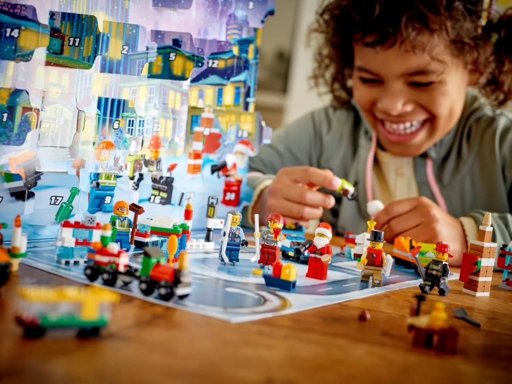 LEGO CITY 60303 CITY Advent Calendar 4