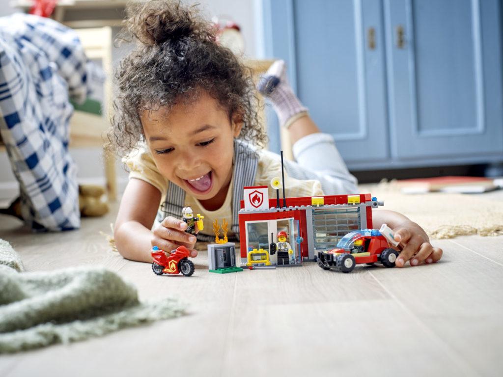 LEGO CITY 77943 Fire Station Starter Set 5