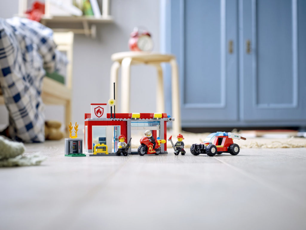 LEGO CITY 77943 Fire Station Starter Set 6