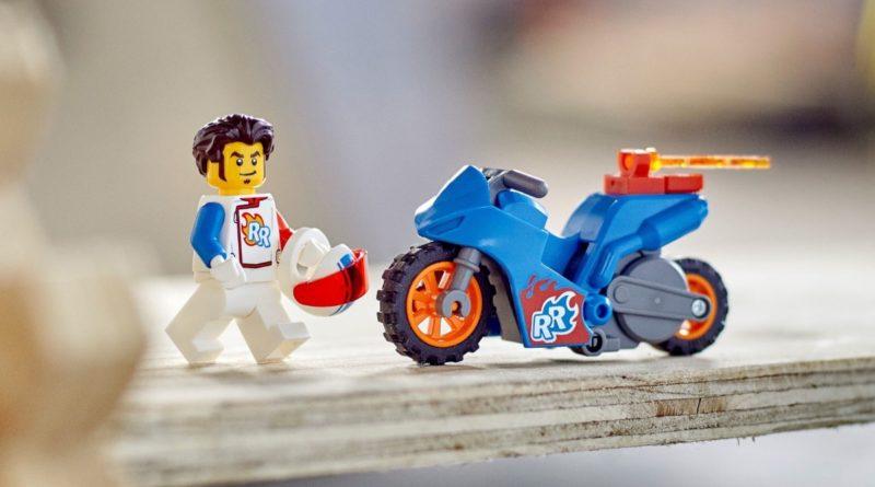 LEGO CITY Stuntz 60298 Rocket Stunt Bike featured