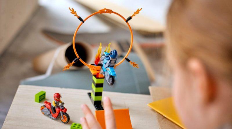 LEGO CITY Stuntz 60299 Stunt Competition lifestyle resized featured 1