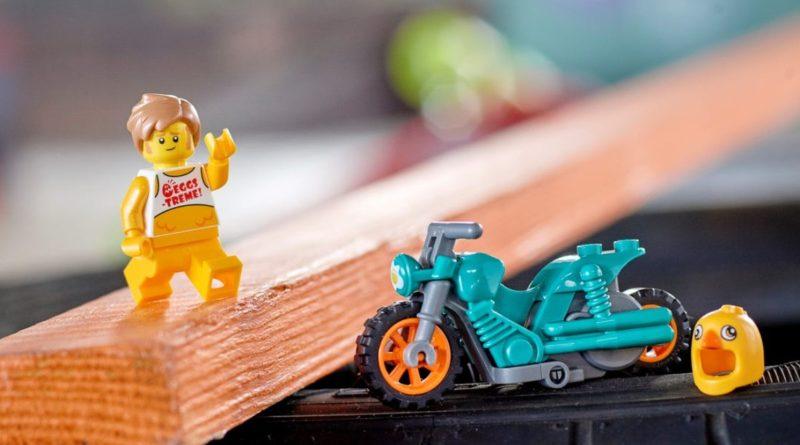 LEGO CITY Stuntz 60310 Chicken Stunt Bike featured