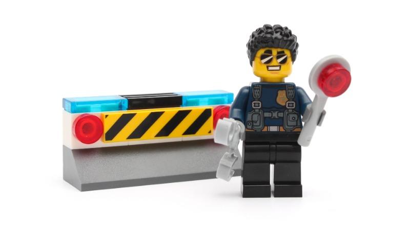 LEGO CITY Magazine Issue 33 Minifigure Featured