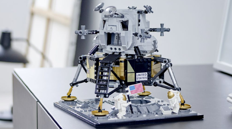LEGO Christmas Gift Guide 2020 Space Featured