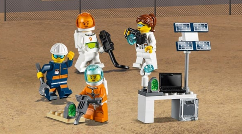 LEGO City 40345 Minifigure Space Pack Featured 800 445
