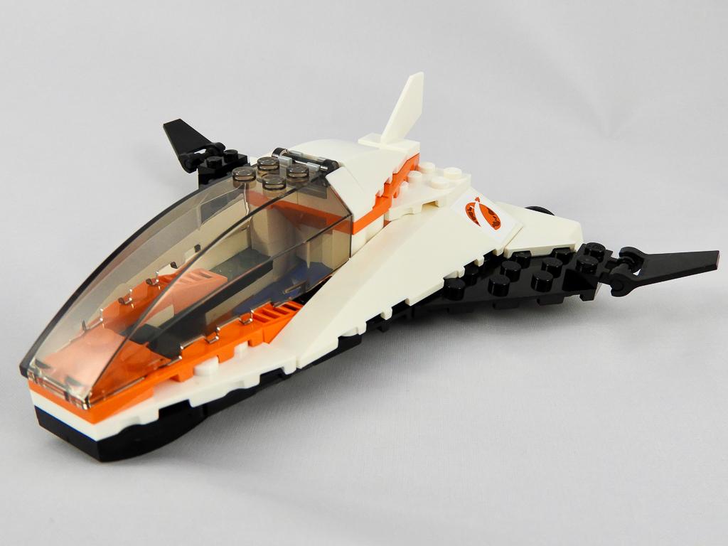 LEGO City 60224 Satellite Service Mission 8