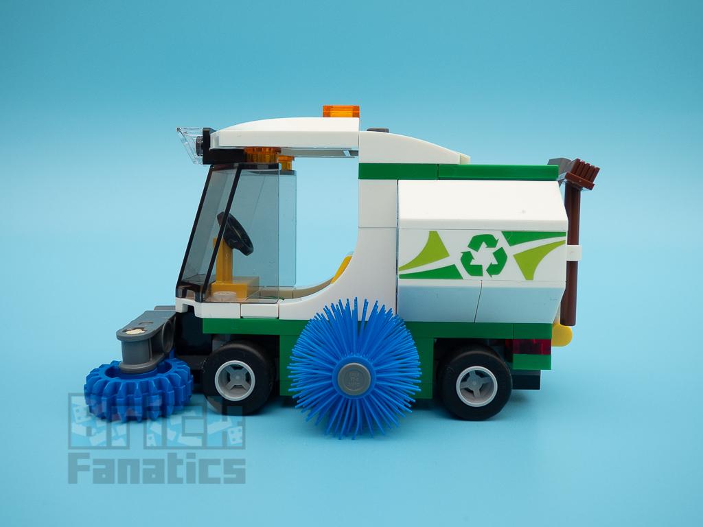 LEGO City 60249 Street Sweeper 51