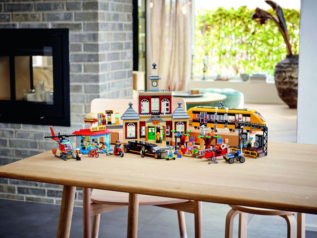 LEGO City 60271 Main Square 6