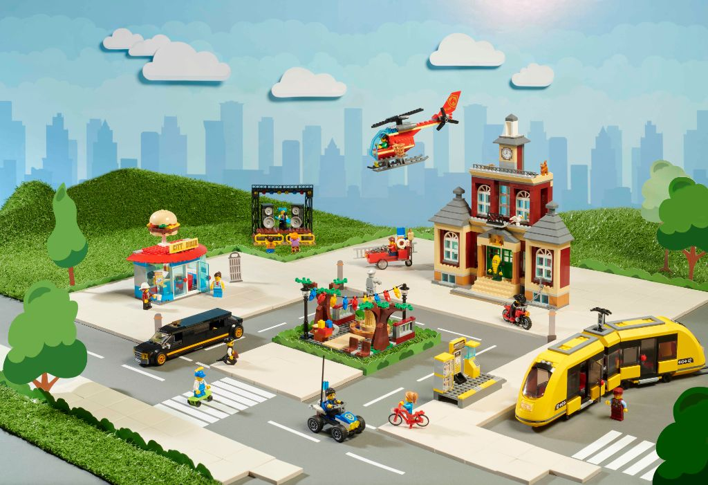 LEGO City 60271 Main Square 7