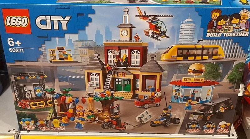 LEGO City 60271 Main Square discovered