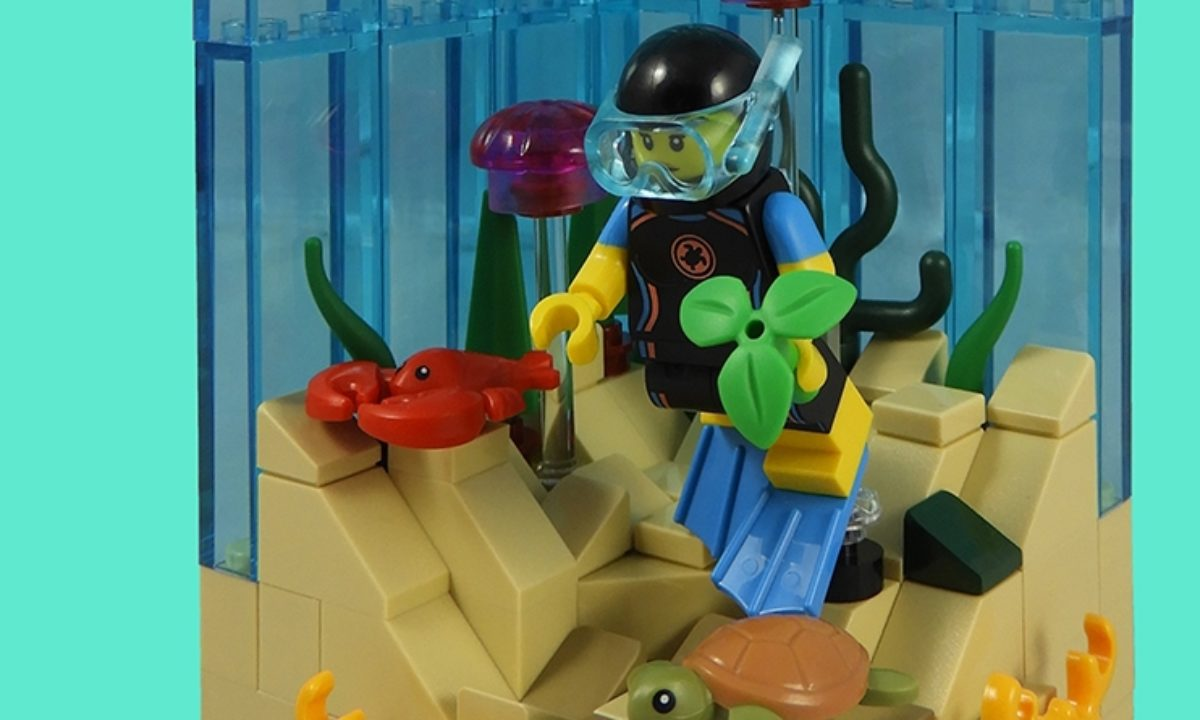 SEA RESCUE DIVER W//TURTLE FREE S//H IN HAND LEGO Series 20 Minifigures 71027