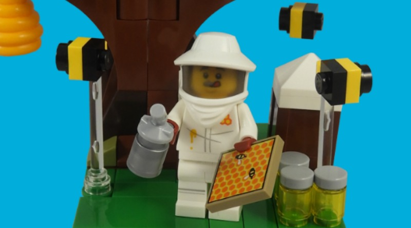 LEGO Collectible Minifigures Series 21 – Beekeeper Featured
