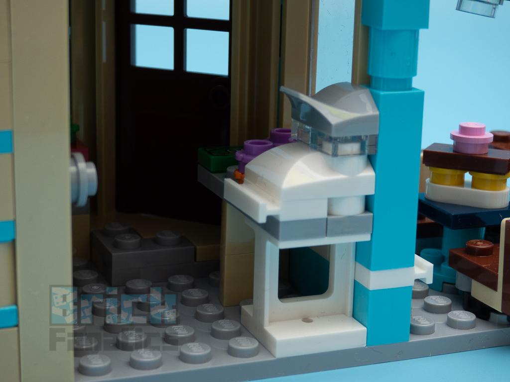 LEGO Creator 31105 Townhouse Toyshop C 11