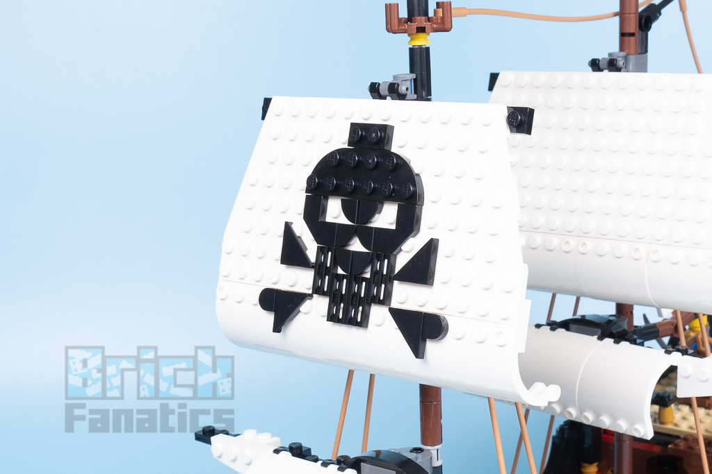 LEGO Creator 31109 Pirate Ship 13
