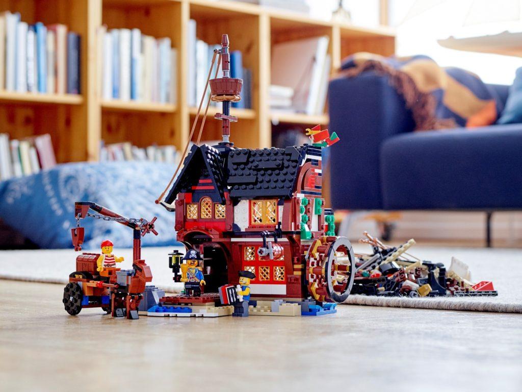 LEGO Creator 31109 Pirate Ship Alt 1