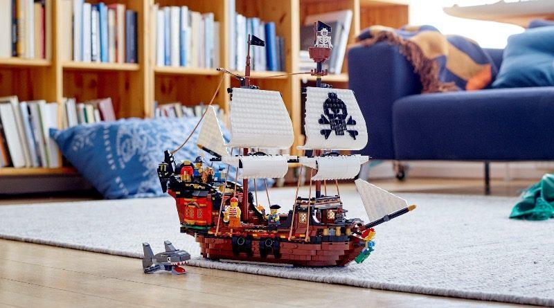 LEGO Creator 31109 Pirate Ship Featured 2 800x445