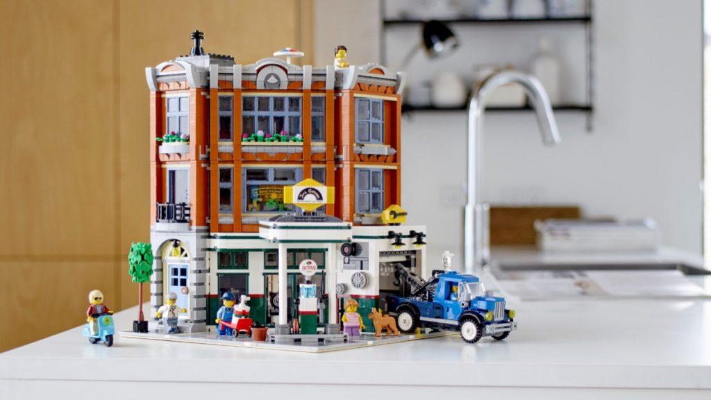 LEGO Creator Expert 10264 Corner Garage featured resized