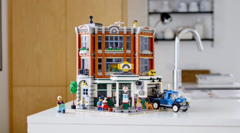 LEGO Creator Expert 10264 Corner Garage Featured