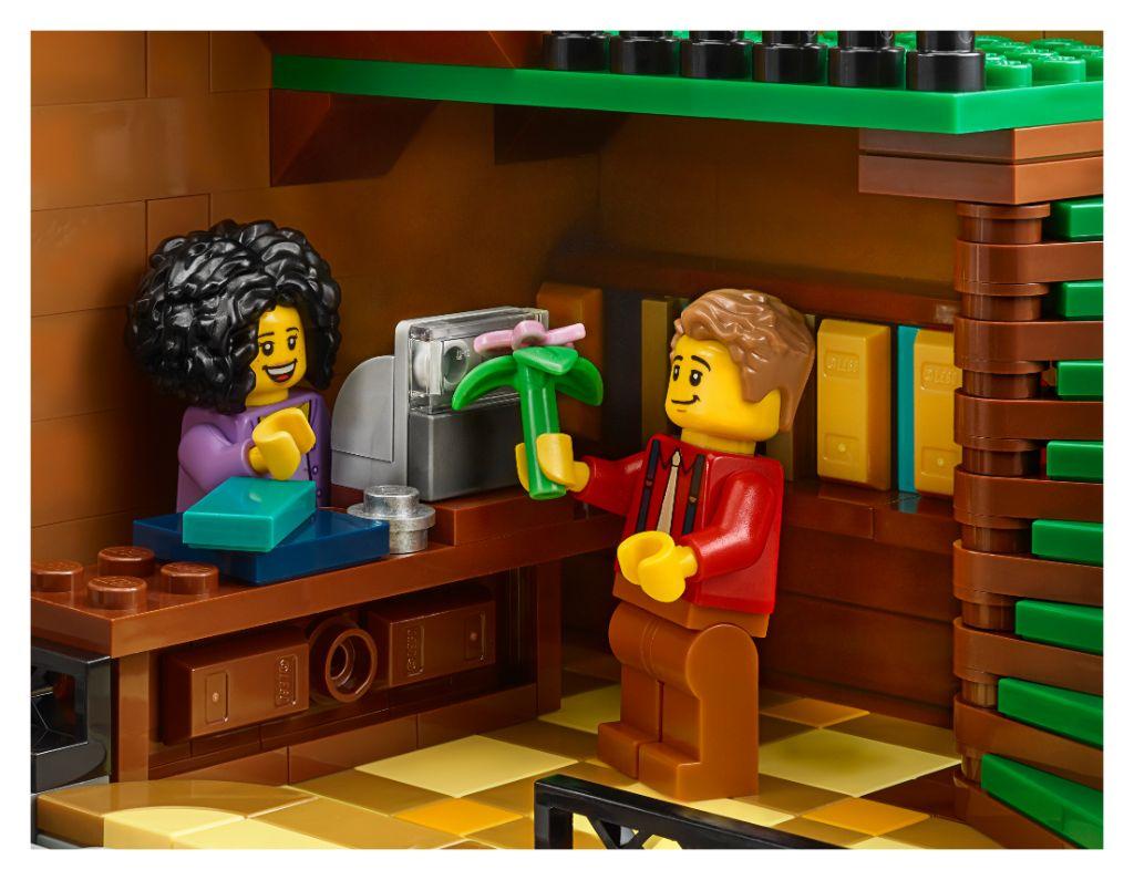 LEGO Creator Expert 10270 Bookshop 21
