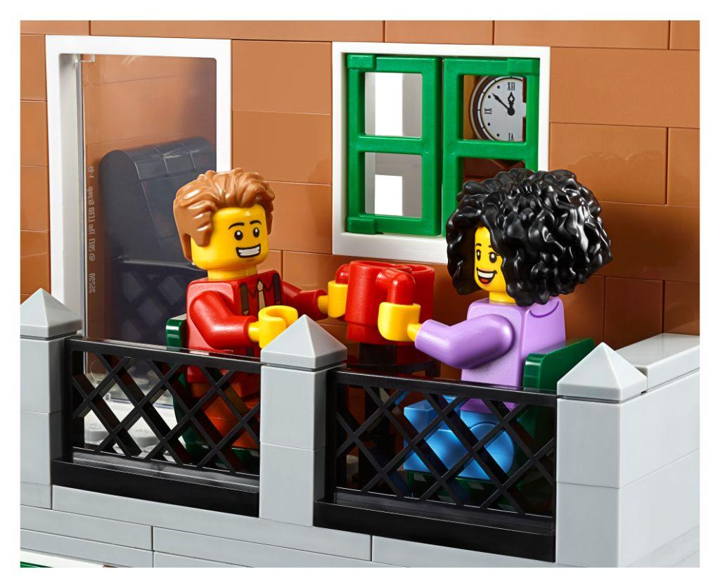 LEGO Creator Expert 10270 Bookshop 23