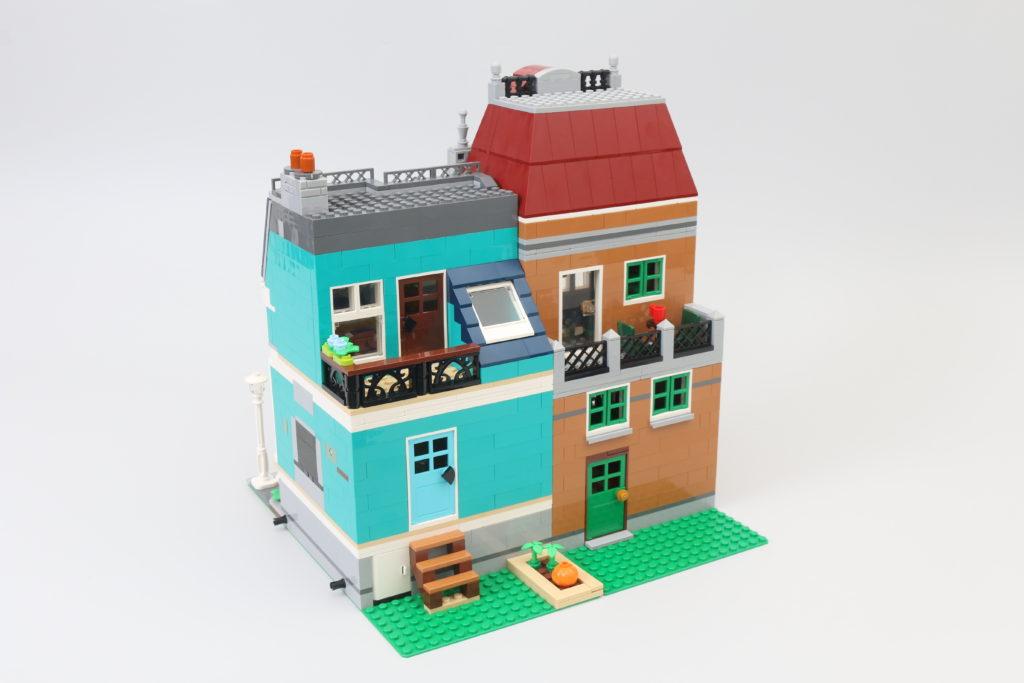 LEGO Creator Expert 10270 Bookshop Review 10