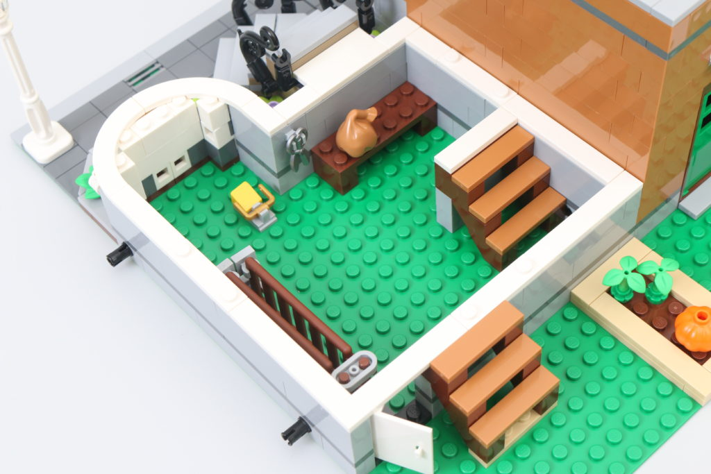 LEGO Creator Expert 10270 Bookshop Review 14