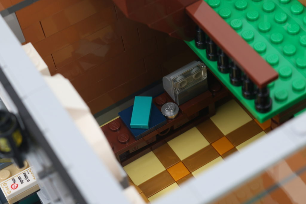 LEGO Creator Expert 10270 Bookshop Review 15