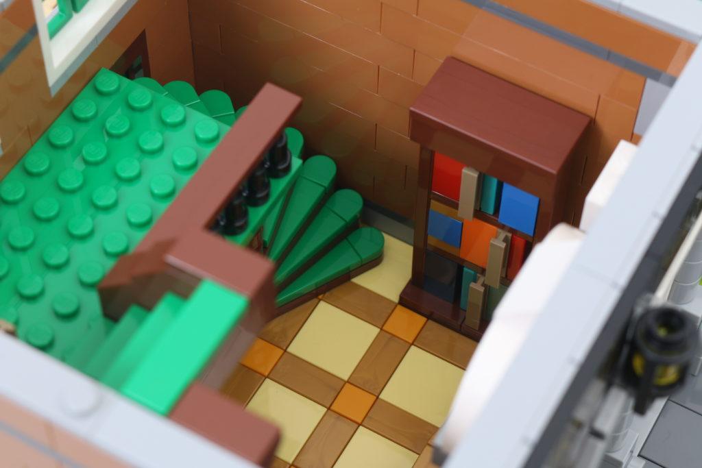 LEGO Creator Expert 10270 Bookshop Review 16