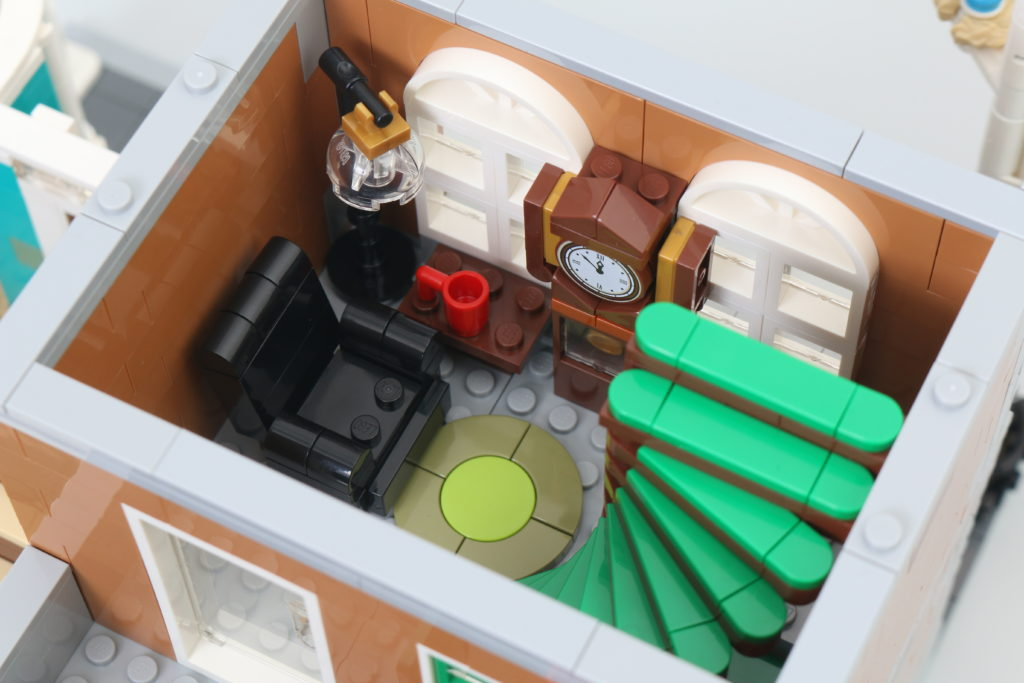 LEGO Creator Expert 10270 Bookshop Review 19