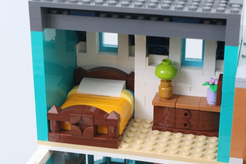 LEGO Creator Expert 10270 Bookshop Review 21