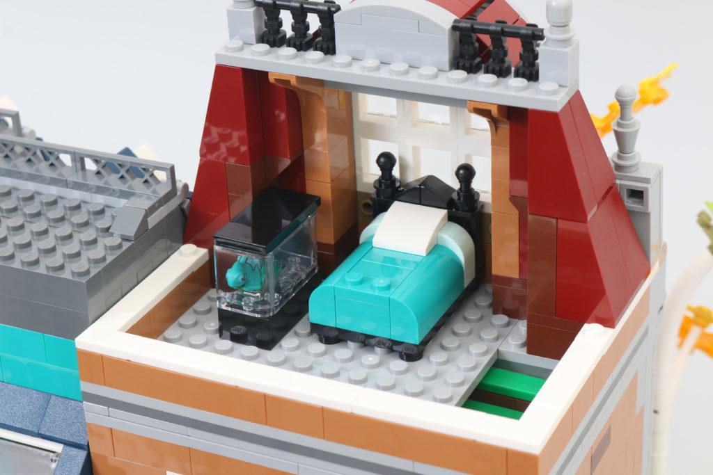 LEGO Creator Expert 10270 Bookshop Review 24