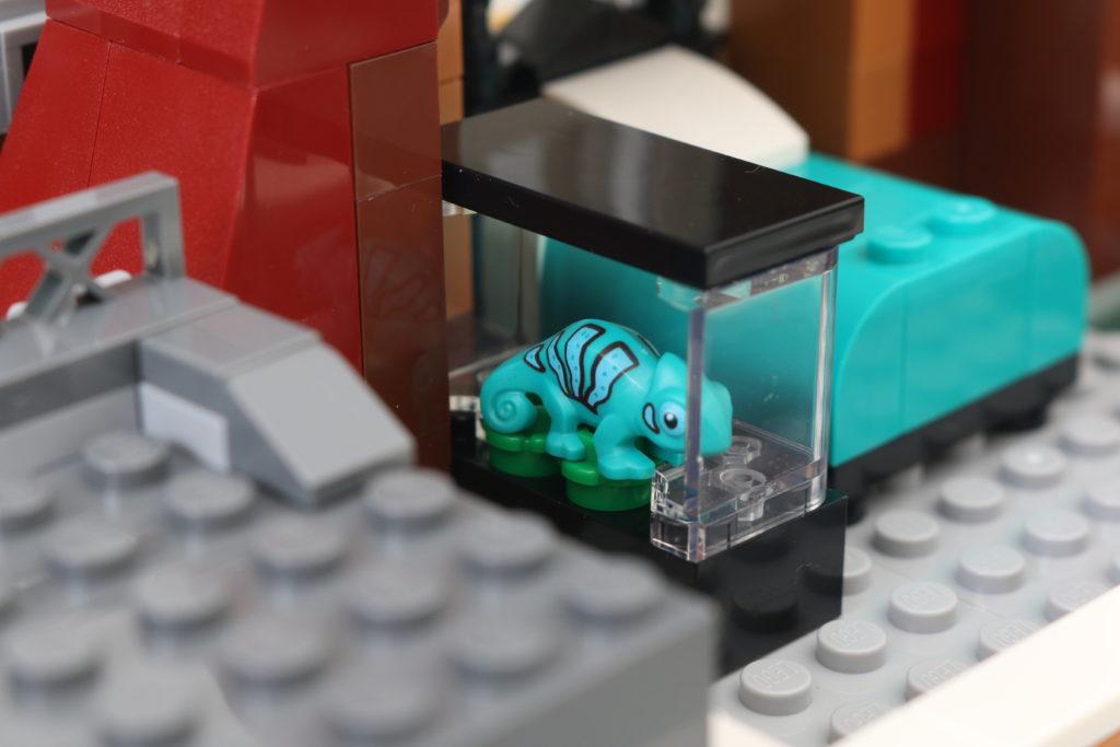 LEGO Creator Expert 10270 Bookshop Review 25