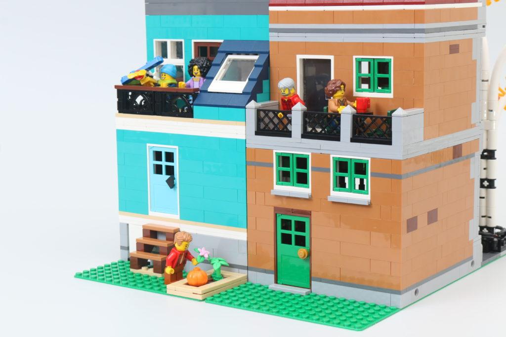 LEGO Creator Expert 10270 Bookshop Review 26