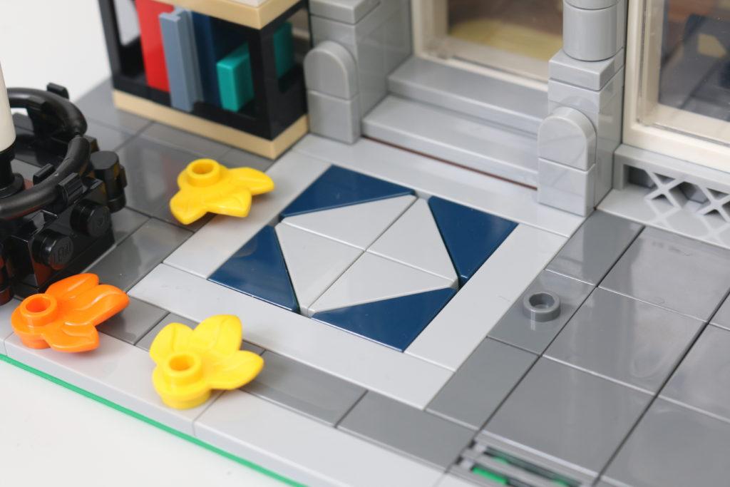 LEGO Creator Expert 10270 Bookshop Review 32