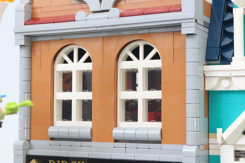 LEGO Creator Expert 10270 Bookshop Review 34
